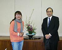 本多学長と研修生キム ミ ジョンさん