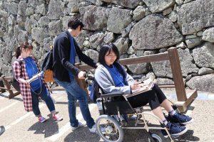 平成30年度ふるさとづくり青年隊事業で活動していた「ひめじもりあげ隊」が朝日新聞の取材を受けました!